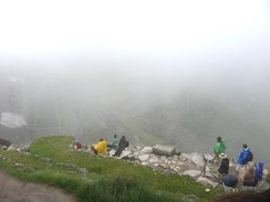 080415machu_picchu_in_fog1_080122