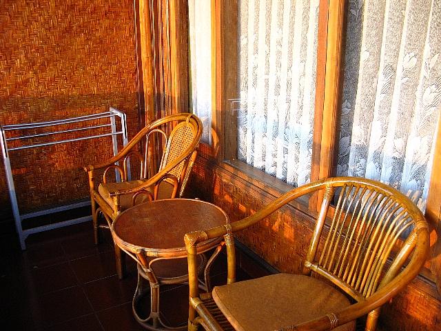 090506_hotel_balcony