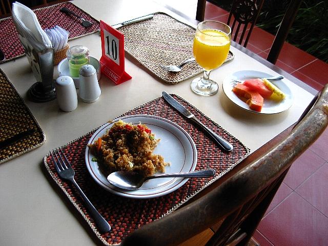 090506_hotel_food