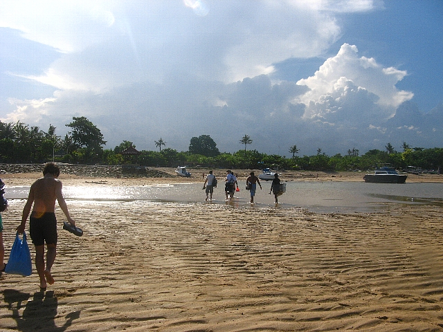 090506_sanur_beach2