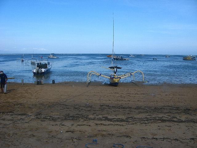 090506_sanur_beach3